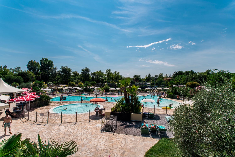 campeggio veduta piscina